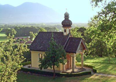 Die Kapelle am Hof lädt zum verweilen ein