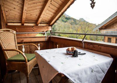 FeWo Kranzhorn_Blick vom Balkon zum Ferienhaus